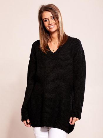 Czarny luźny sweter w serek