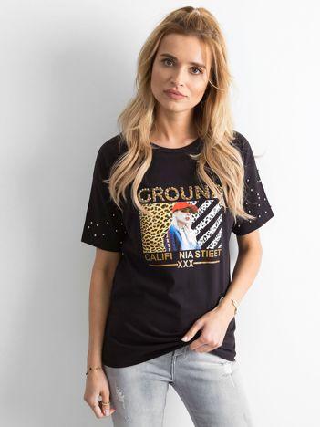 Czarny luźny t-shirt z perełkami