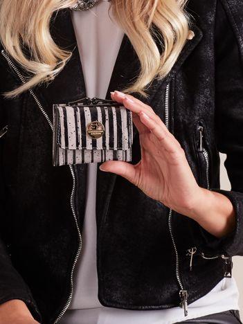 Czarny mały portfel w paski