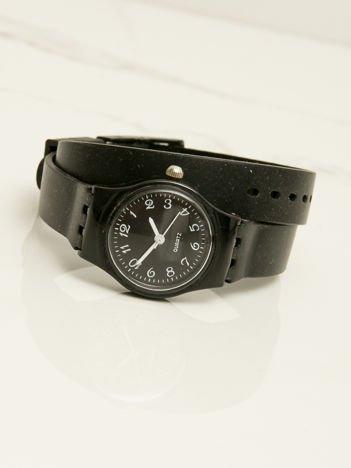 Czarny mały silikonowy zegarek damski owijany wokół nadgarstka