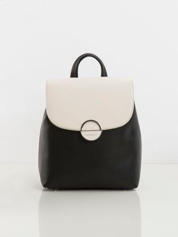 Czarny plecak z kontrastową klapką