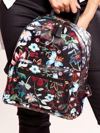 Czarny plecak ze skóry ekologicznej w kwiaty