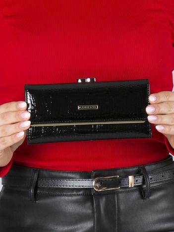 Czarny podłużny portfel ze skóry z biglem