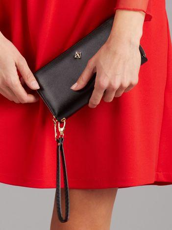 Czarny portfel-kopertówka na suwak