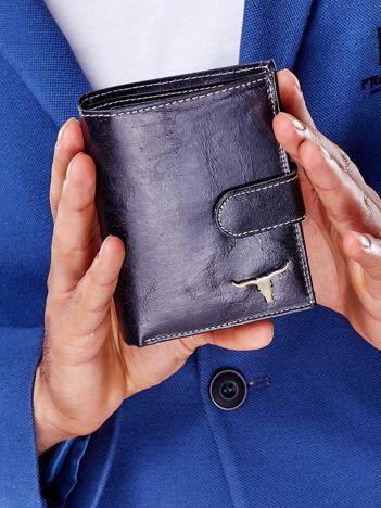 Czarny portfel męski na zatrzask z emblematem