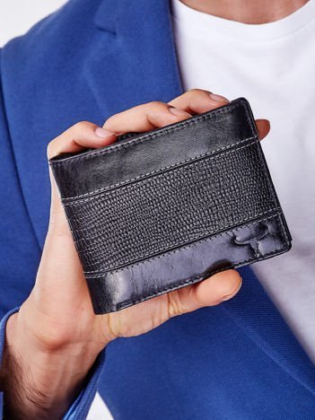 Czarny portfel z poziomą tłoczoną wstawką