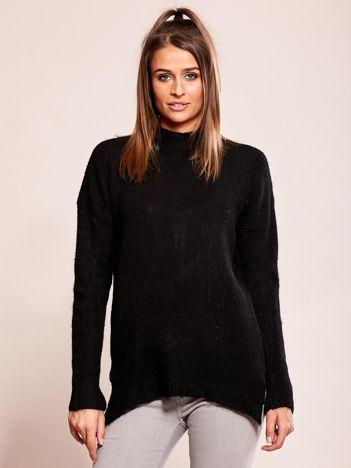 Czarny sweter damski z ażurowaniem