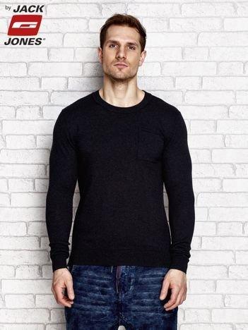 Czarny sweter męski z kieszonką