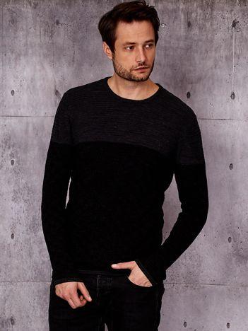Czarny sweter męski z plecionym modułem