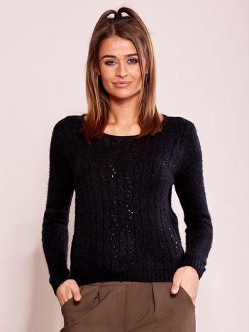 Czarny sweter w warkocze z cekinami