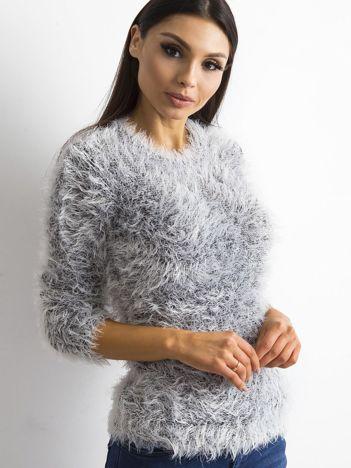 Czarny sweter z długim włosem i cekinami