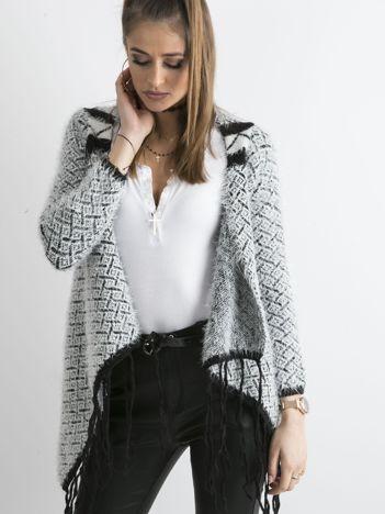 Czarny sweter z frędzlami