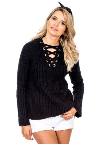 Czarny sweter ze sznurowanym dekoltem