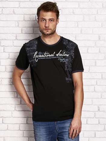 Czarny t-shirt męski z miejskim nadrukiem