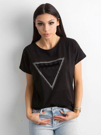 Czarny t-shirt z aplikacją i wycięciem z tyłu