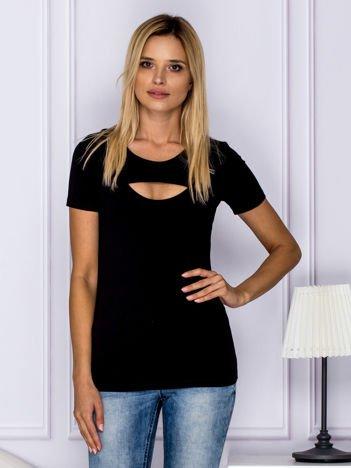 Czarny t-shirt z ozdobnym dekoltem