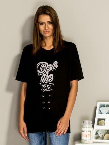 Czarny t-shirt ze sznurowaniem