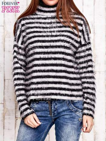 Czarny włochaty sweter w paski
