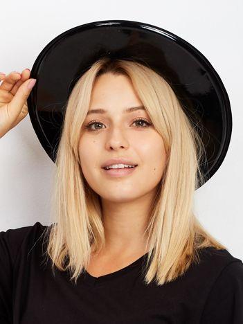 Czarny zamszowy kapelusz
