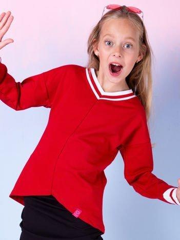Czerwona bluza dla dziewczynki z trójkątnym dekoltem