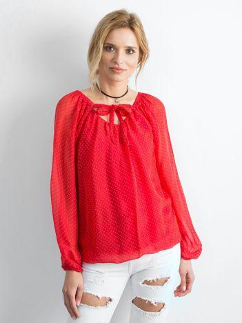 Czerwona bluzka damska w groszki