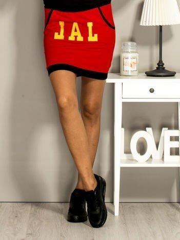 Czerwona dresowa spódnica