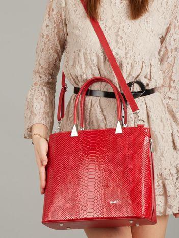 Czerwona elegancka torebka skórzana