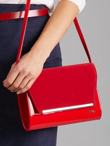 Czerwona kopertówka ze skóry ekologicznej
