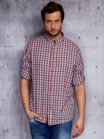 Czerwona koszula męska w kratę z podwijanymi rękawami