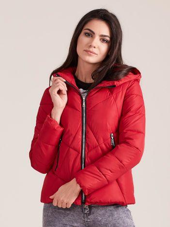 Czerwona krótka kurtka zimowa