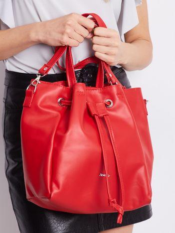 Czerwona miękka torebka