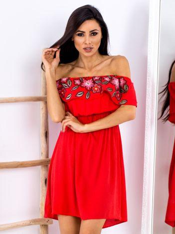 Czerwona sukienka hiszpanka z kwiatowym printem
