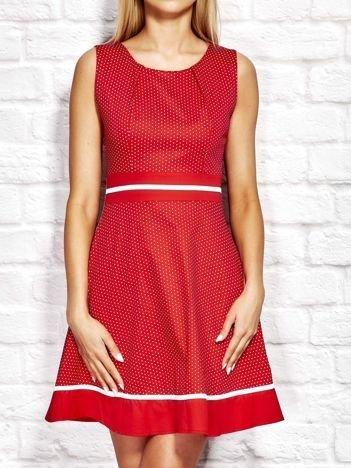 Czerwona sukienka koktajlowa w groszki