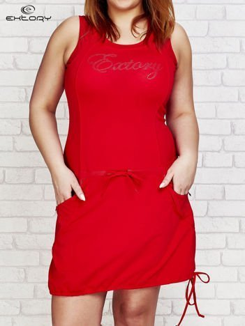 Czerwona sukienka sportowa z kieszeniami na suwak