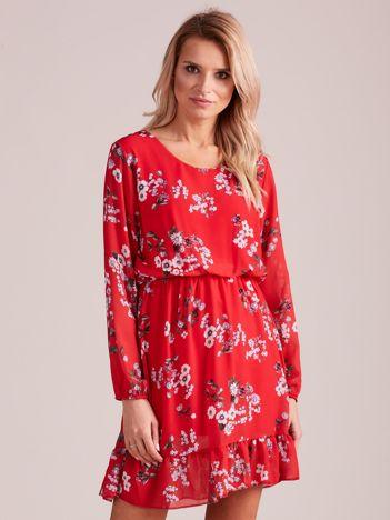 Czerwona sukienka w kwiaty z falbaną