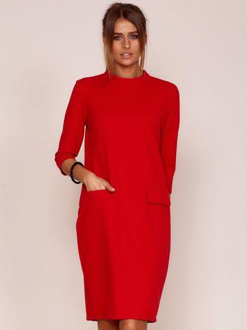 Czerwona sukienka z kieszeniami