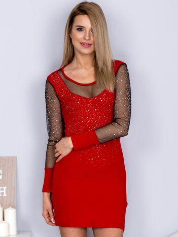 Czerwona sukienka z siateczkowym dekoltem i dżetami