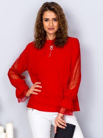 Czerwona szyfonowa bluzka z wisiorkiem