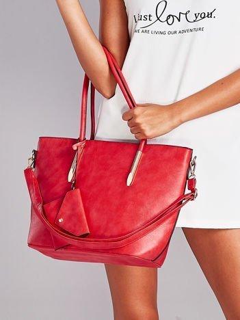 Czerwona torba shopper bag z błyszczącymi okuciami