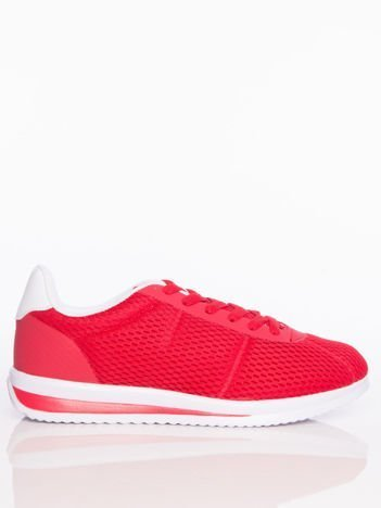 Czerwone ażurowe buty sportowe na sprężystej podeszwie
