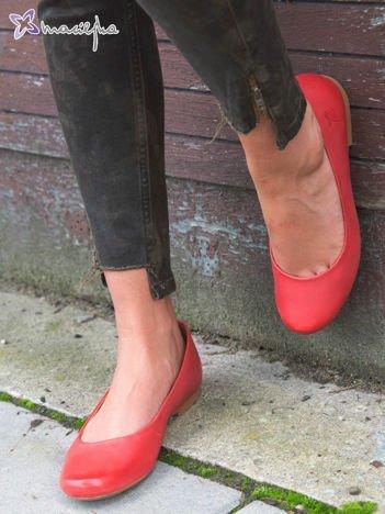 Czerwone gładkie baleriny Maciejka ze skóry z zaokrąglonym przodem