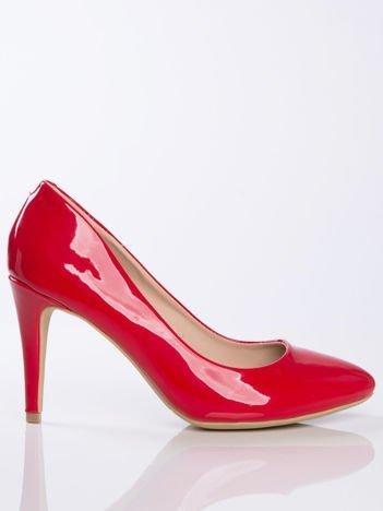 Czerwone lakierowane czółenka z migdałowy noskiem