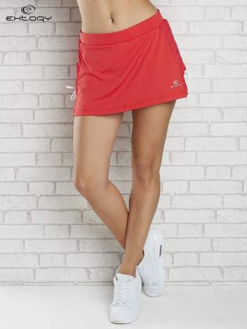 Czerwone spodenki spódniczka tenisowa z troczkami na bokach