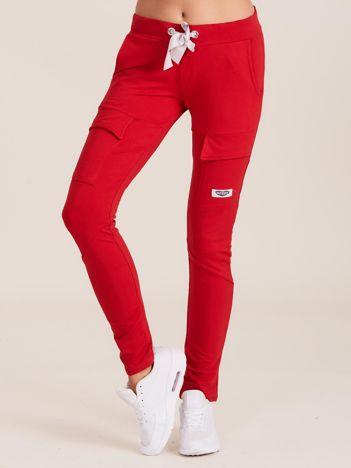 Czerwone spodnie dresowe z kieszeniami