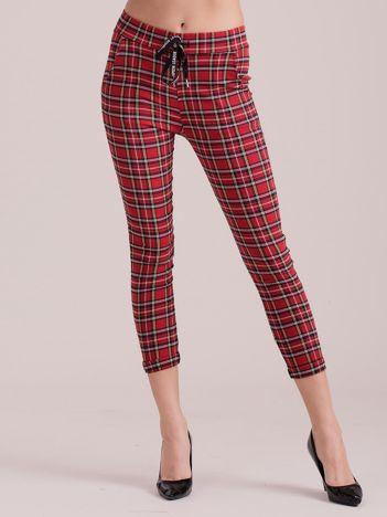 Czerwone spodnie w kratkę