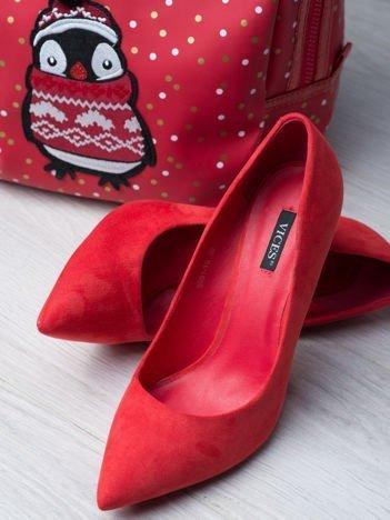 Czerwone zamszowe szpilki w szpic z kwadratowym wysokim obcasem faux suede