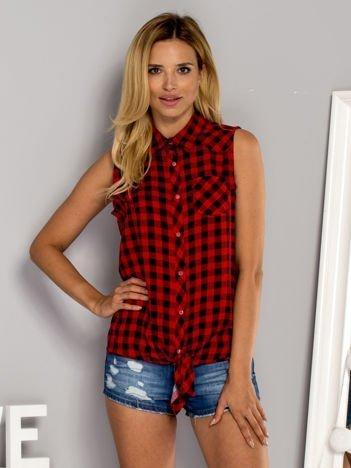Czerwono-czarna wiązana koszula w drobną kratkę