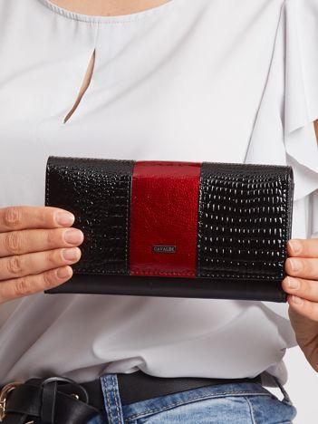 Czerwono-czarny portfel lakierowany