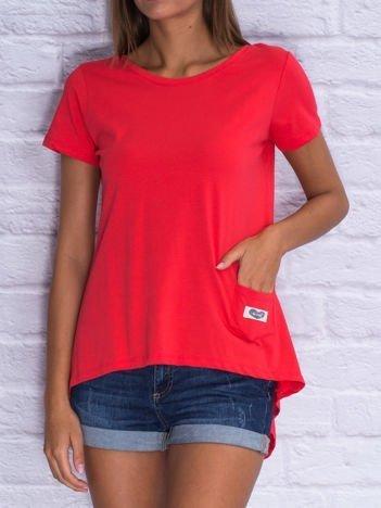 Czerwony asymetryczny t-shirt