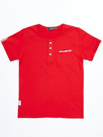 Czerwony dziecięcy t-shirt bawełniany z guzikami i kieszonką